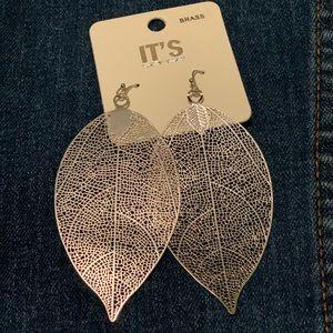 Beautiful never worn silver leaf earrings